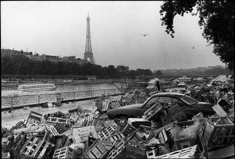 Баррикады в Париже во время студенческого бунта, Жиль Карон, 1968